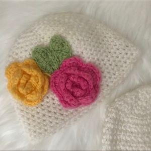 2 white Crochet Hat with flower for babies